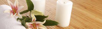 Detailaufnahme Kerzen/ Blumen