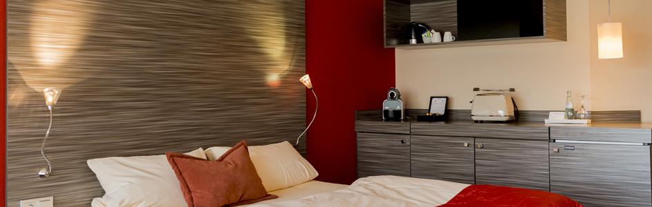 Detailaufnahme Appartement Bett und Kochnische