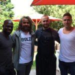 Hans Sarpei, Patrick Owomoyela und Torben Hoffmann mit unserem Mitarbeiter