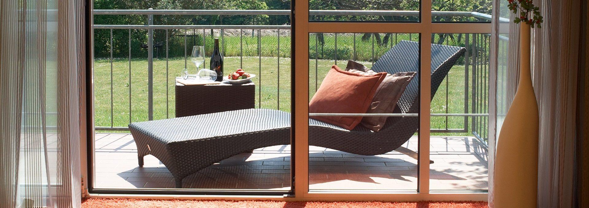 Aufnahme Balkon mit Liege