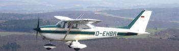 Propellerflugzeug in der Luft
